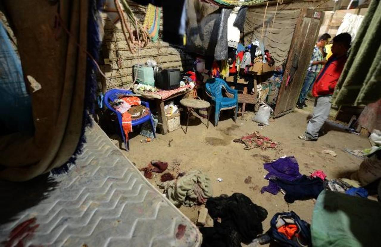 En esta casa de bahareque en las afueras de San Pedro Perulapán, Cuscatlán, se registró el ataque contra cuatro integrantes de la familia. La madre y una hija de 17 años murieron; mientras que padre e hijo de 13 salieron heridos. Foto edh / jaime Ana