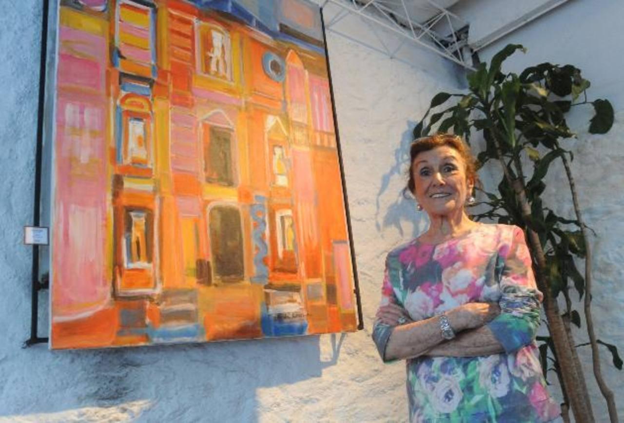 La artista Nicole Schwartz en la inauguración de la muestra.