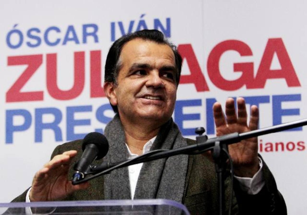 Óscar Iván Zuluaga fue Ministro de Finanzas del expresidente Álvaro Uribe, quien lo designó como candidato presidencial para enfrentar al actual presidente colombiano. foto edh / efeJuan Manuel Santos, exministro de Defensa de Uribe, busca la reelecc