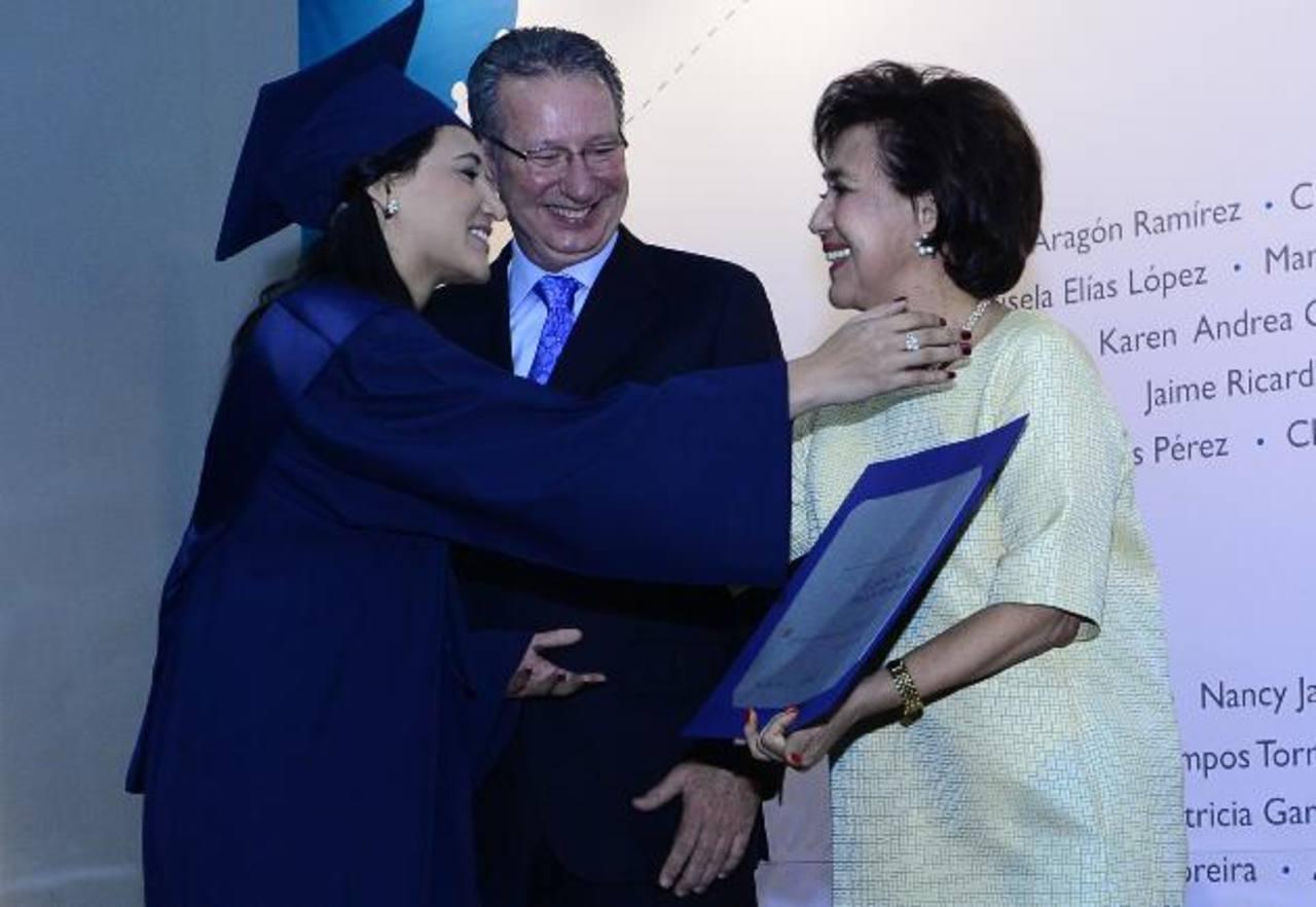 Escuela Mónica Herrera realizó su décima octava graduación