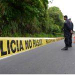 Pandilleros bajan del microbús a estudiante y lo asesinan