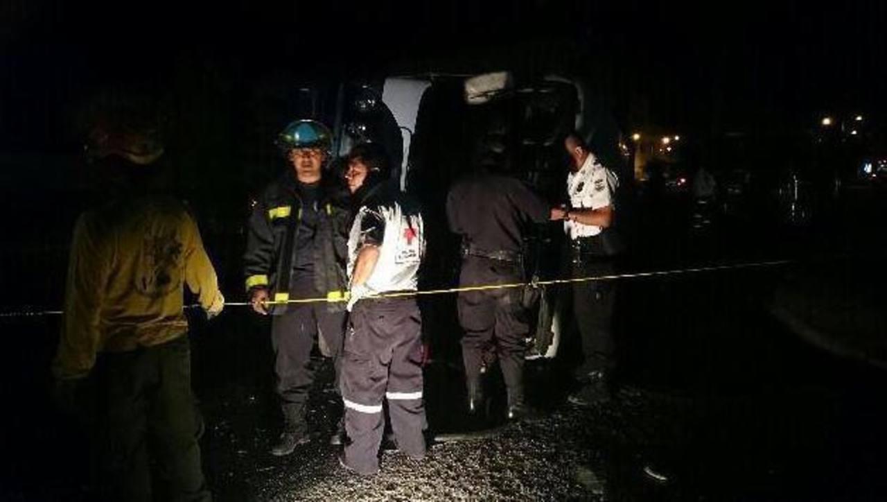 Al menos 12 personas resultaron lesionadas en percance.