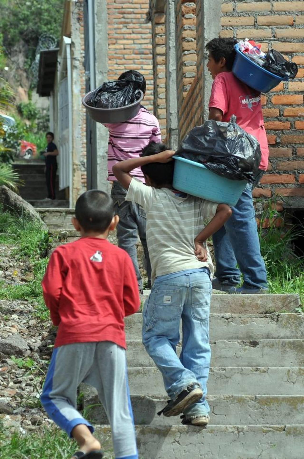 La pobreza al 65 % de la población hondureña, que ronda los 8.5 millones de habitantes.