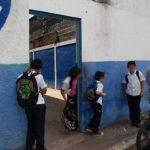 Advierten que violencia dentro y fuera de las escuelas impulsa migración de niños