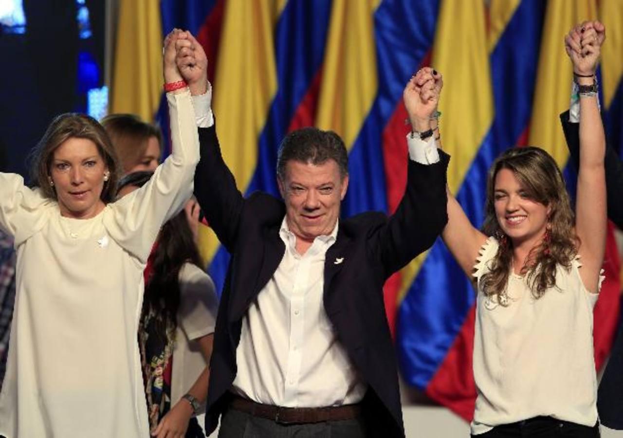 Juan Manuel Santos es reelegido presidente de Colombia y llama a la paz