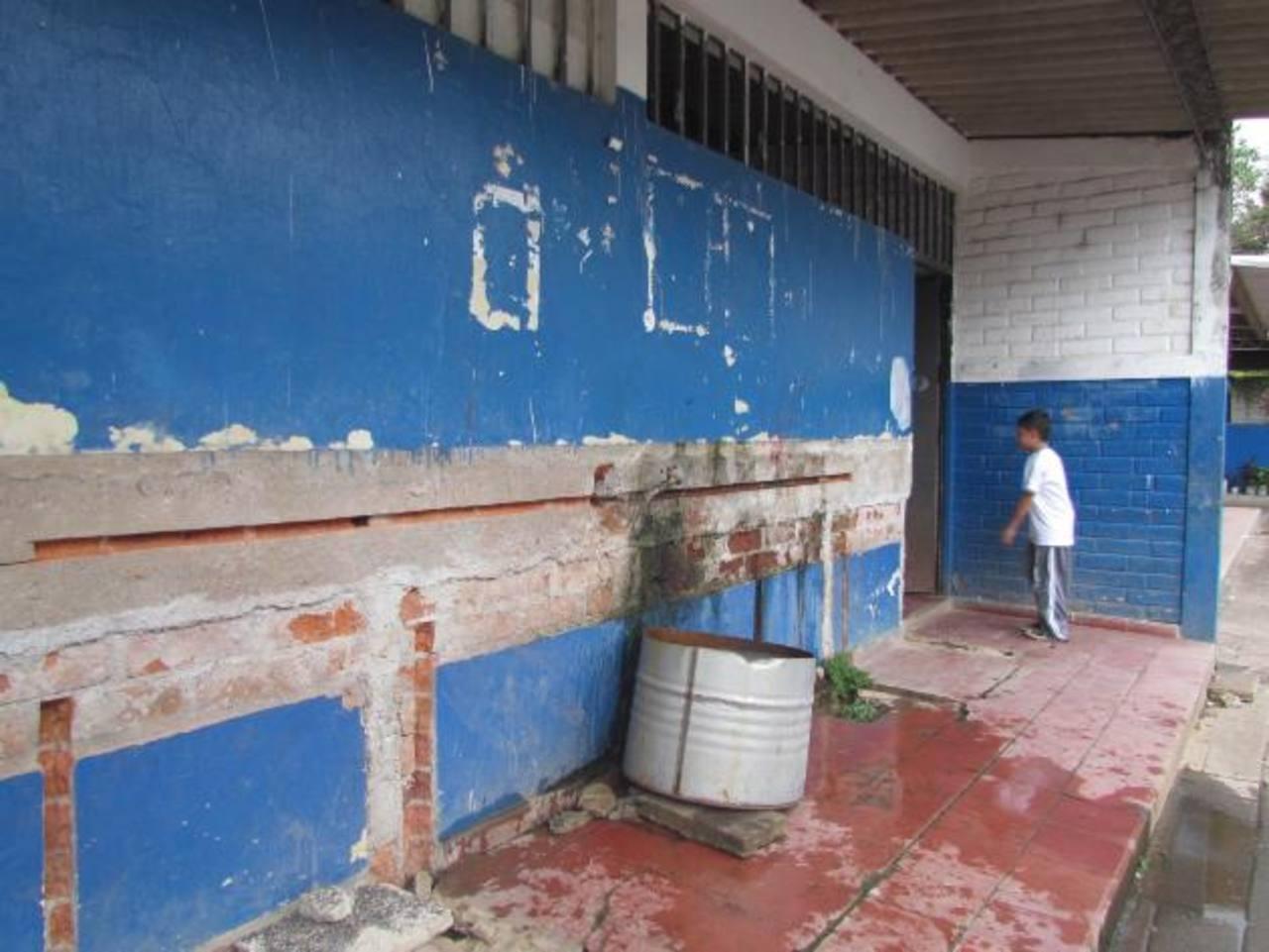 Los estudiantes se quejan de la mala imagen que dan los sanitarios en las condiciones en las que se encuentran actualmente. Fotos EDH / MAURICIO GUEVARA