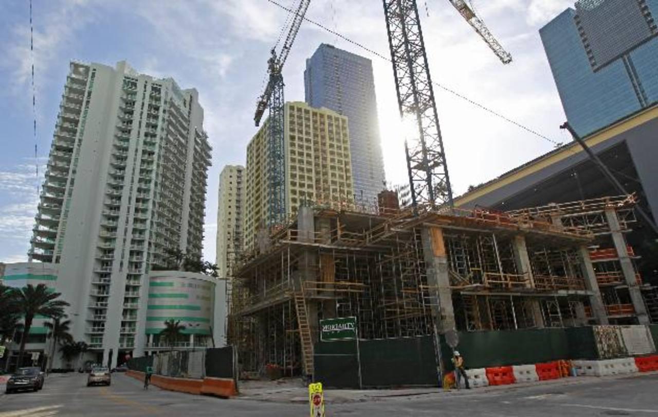 Hay casos en los que el 80 % de los apartamentos de un mismo edificio son comprados por latinoamericanos; el resto son comprados por canadienses, europeos o rusos. Foto EDH / Archivo