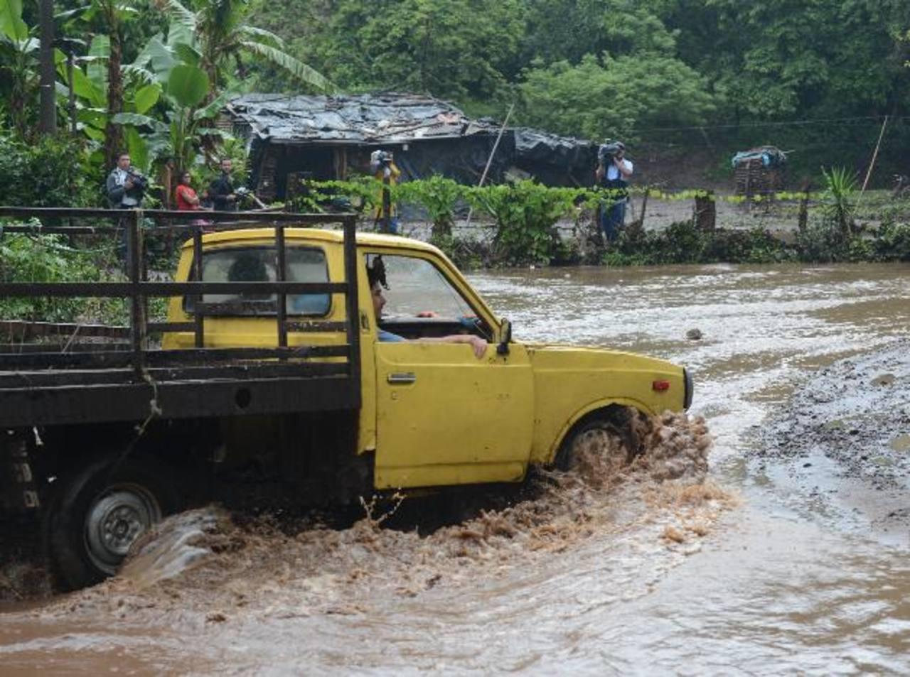 La comunidad El Espino, en Armenia, sufrió inundaciones . fotos EDH / Douglas Urquilla