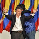 El presidente colombiano Juan Manuel Santos celebra su reelección.