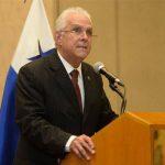 Embajador de Panamá se despide de El Salvador