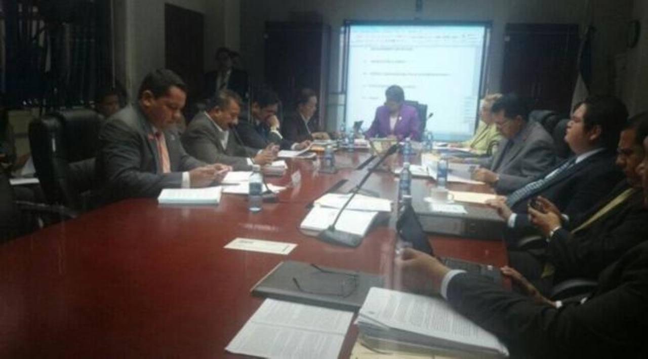 El 18 de junio resolverán proceso de desafuero contra Ana Vilma de Escobar