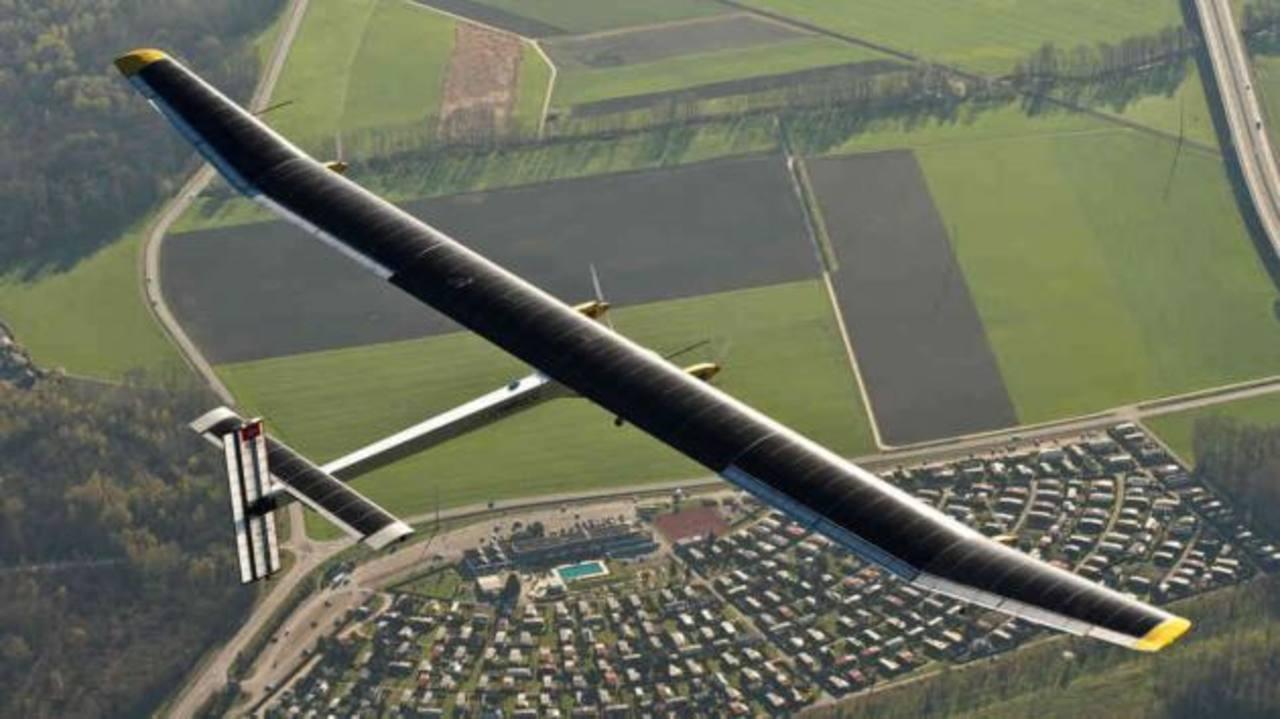 """La aeronave """"Solar Impulse II"""" sería la primera en surcar los cielos sin la necesidad de utilizar combustible."""