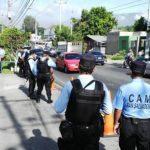 Empleados de alcaldía protestan y cierran tramo frente al CAM