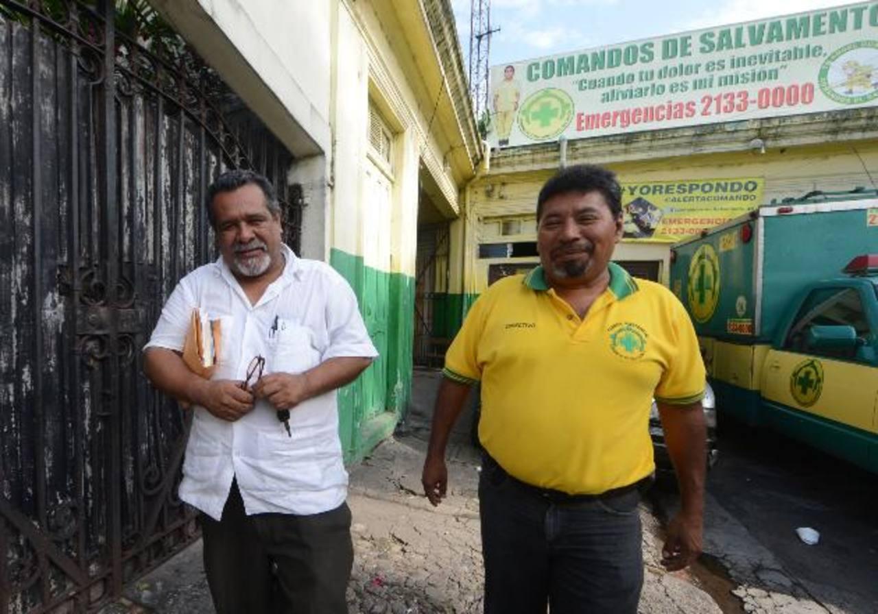 """Raúl Mijango, """"mediador"""" de la tregua, se reunió con Comandos de Salvamento para expresarles que las pandillas no afectarán su labor. Foto EDH /Ericka Chávez"""