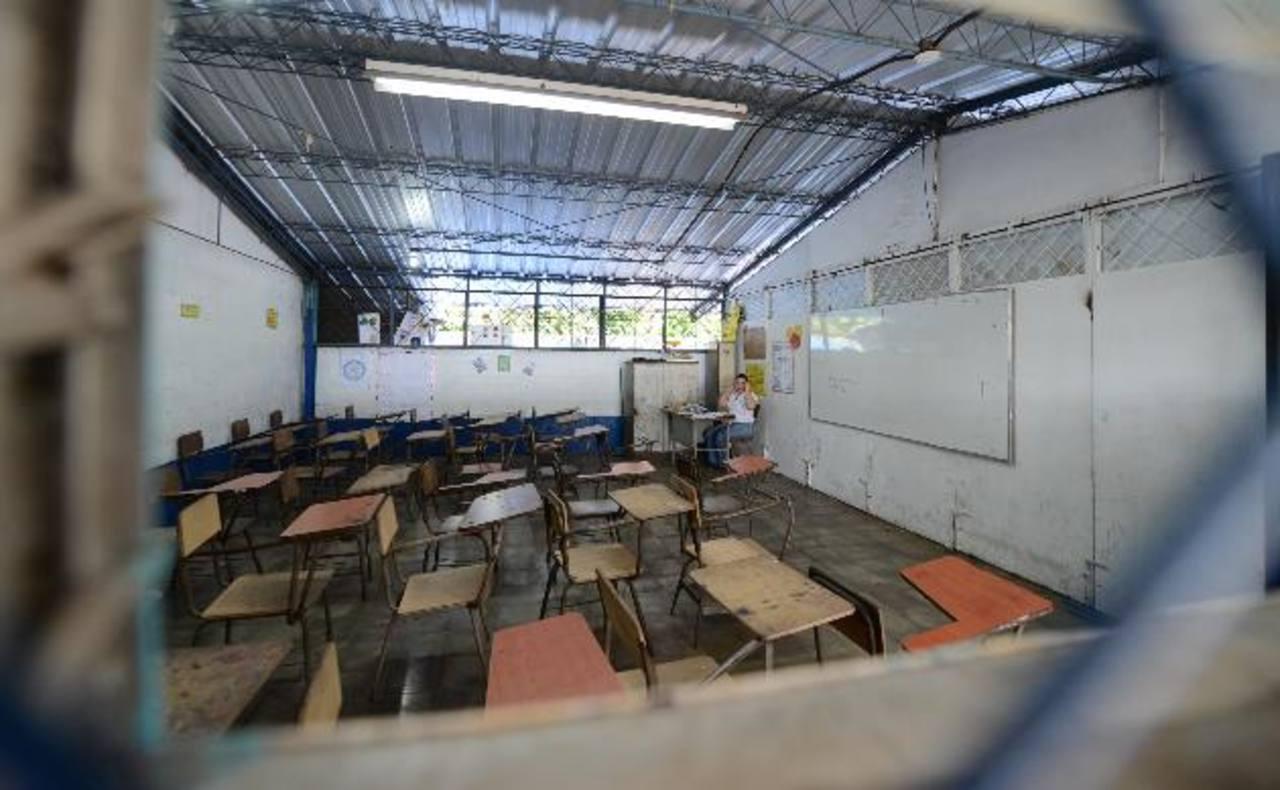En el Centro Escolar Cantón San Roque, en Ayutuxtepeque, las clases están suspendidas. foto edh / Mauricio cáceres