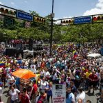 Multitudinaria manifestación contra el gobierno de Nicolás Maduro ayer en Caracas, Venezuela. foto edh / EFE