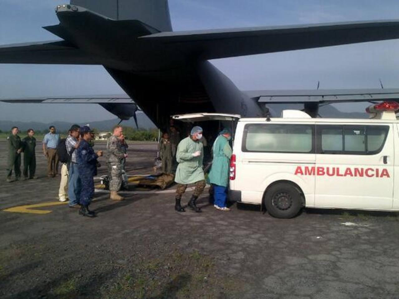 Este avión Hércules C-130 traslada al salvadoreño a Estados Unidos ésta mañana.