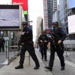 Policías recorrieron las calles de Nueva York durante el operativo. foto edh / Tomada de internet