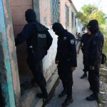 Uniformados como policías atacan de nuevo
