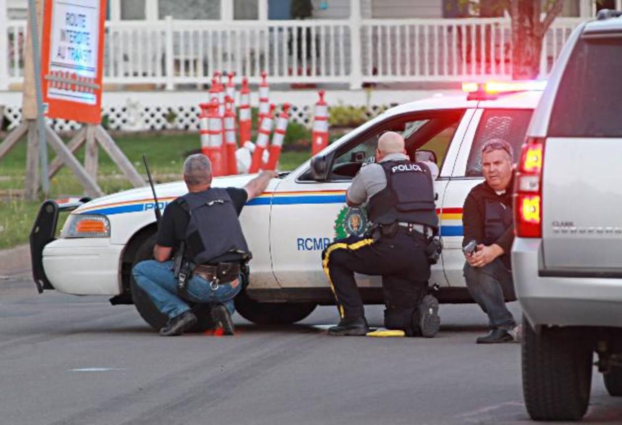 Policías canadienses buscan al atacante.