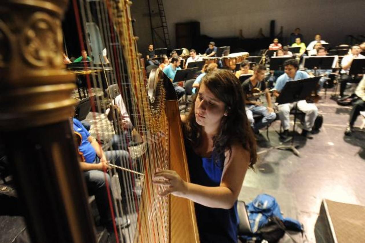 Priscila Steller Mora ha participado en varias orquestas de Centroamérica. Foto EDH/ Lissette Monterrosa