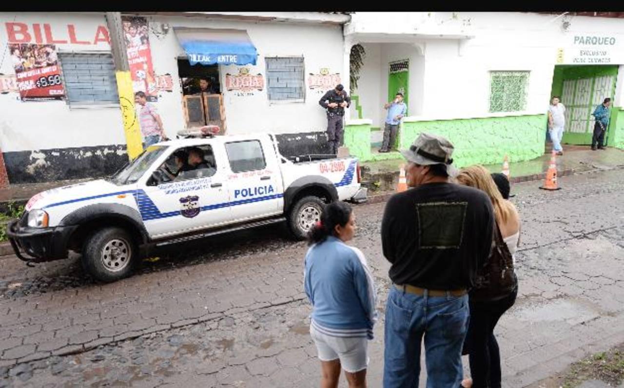 En Quezaltepeque se investiga la muerte de una persona dentro de un billar. Foto EDH /