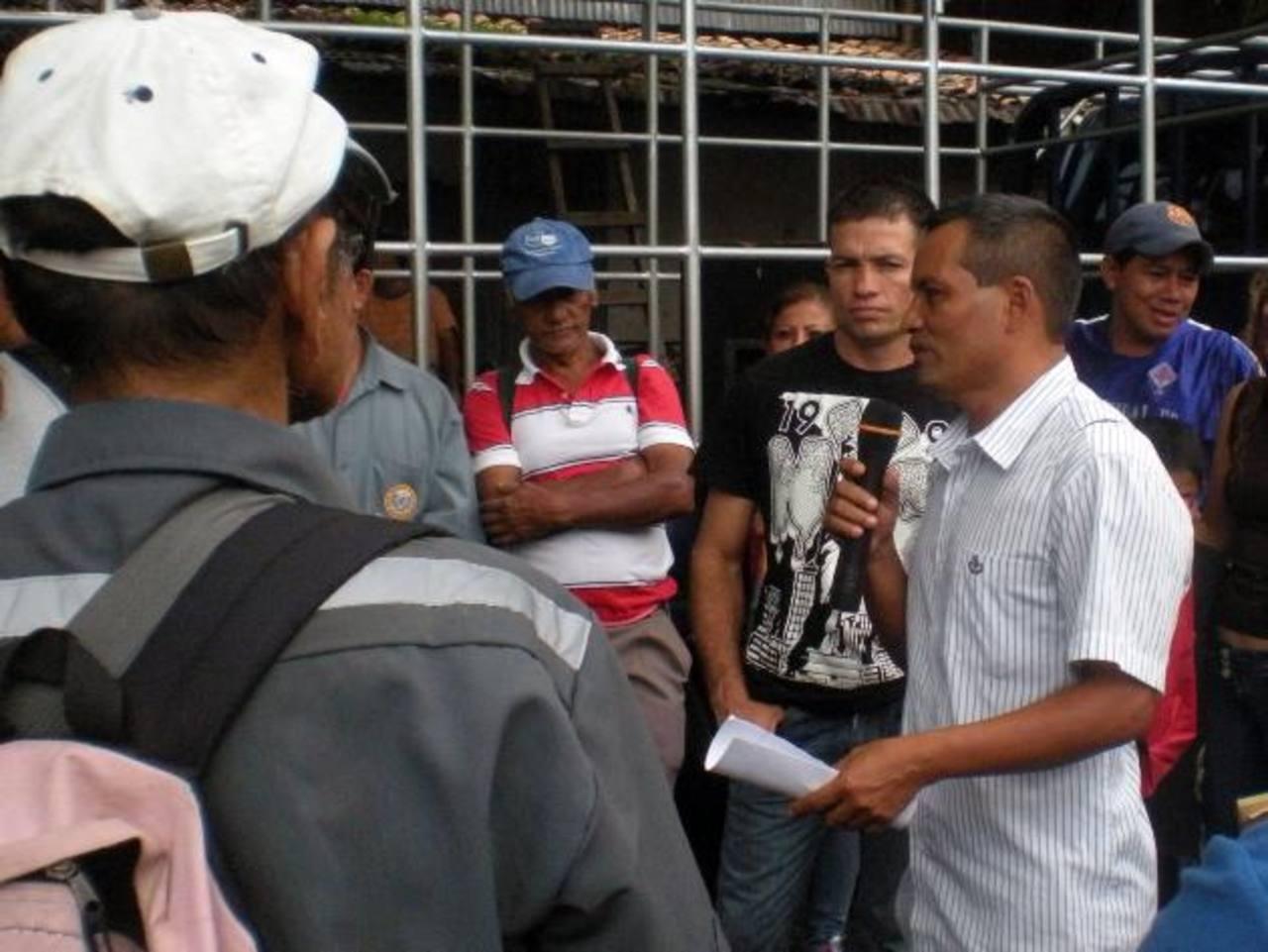 Miembros del sindicato de la alcaldía apelarán legalmente para que no les descuenten. Foto EDH / Mauricio Guevara