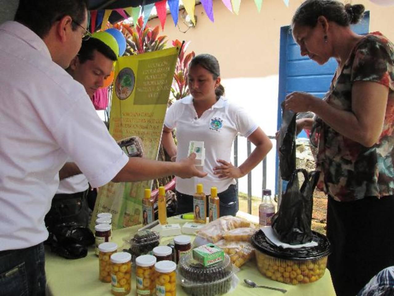 Cerca de 500 familias de cinco caseríos del cantón Loma del Muerto, Sonsonate, son los favorecidos. Foto EDH / Cortesía