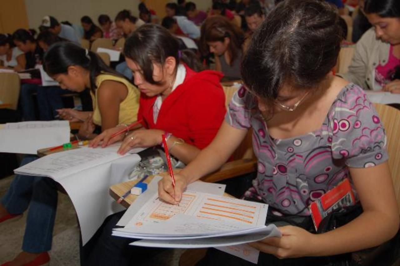 Educación revisará la oferta académica de universidades