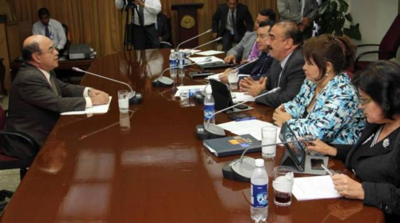 El Gerente de la Asamblea, Armando Pineda, (izquierda) aspira a ser presidente de la Corte Suprema. foto edh / CORTESÍA