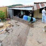 Varias familias en Nuevo Cuscatlán resultaron afectadas tras el colapso de un muro debido a las lluvias.