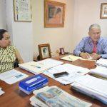 Virginia María Vilanova Vargas, junto a su abogado Roberto Vilanova, en entrevista con El Diario de Hoy, admitió que firmó la constitución de la sociedad porque se lo pidieron en el despacho en el que laboraba, pero que ya no tiene que ver con el asu