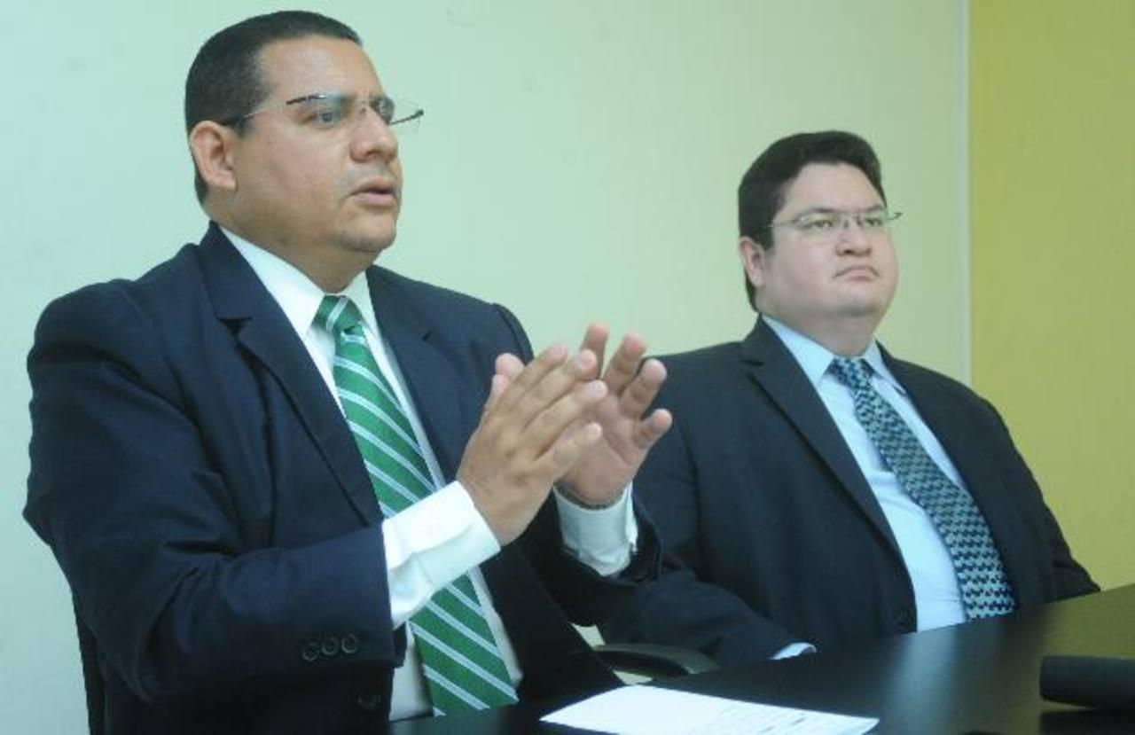Abogados de la diputada Ana V. de Escobar: Lizandro Quintanilla (izquierda) y Ricardo Martínez. foto edh / lissette monterrosa