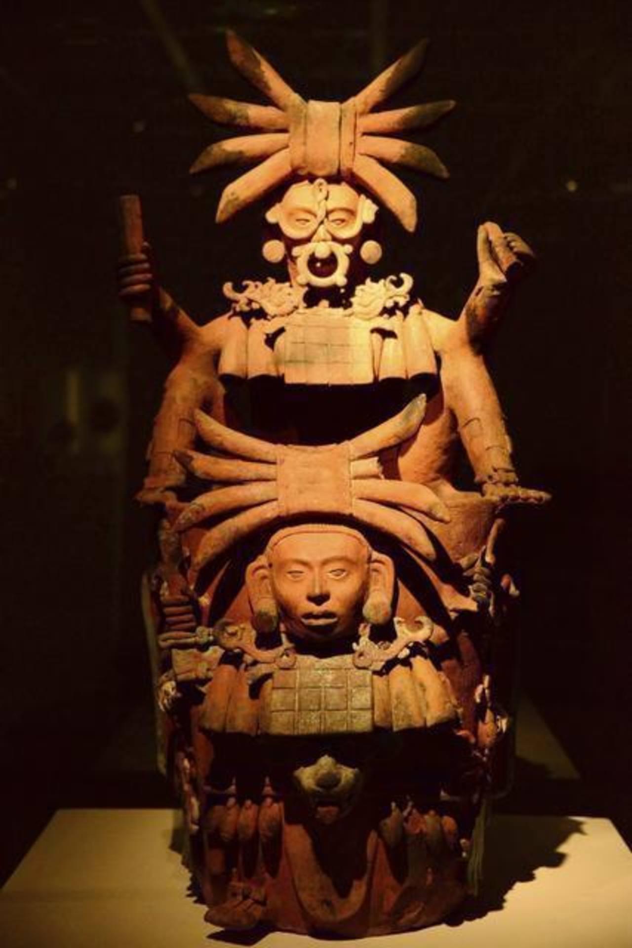 Imagen de incensario efigie que integra la muestra.