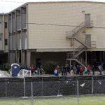 Refugio temporal donde se encuentran menores inmigrantes en la Base de la Fuerza Aérea Lackland, en San Antonio. foto edh / ap