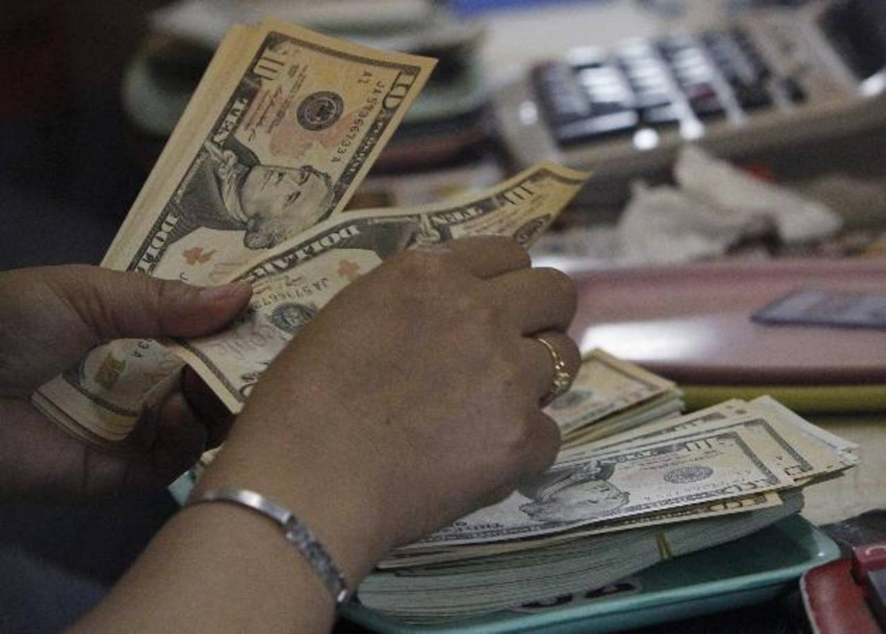 La idea es reconvertir deuda interna en externa.