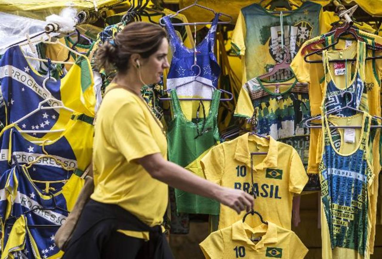 Adidas viste a nueve selecciones, a unos 300 jugadores, en el Mundial de Brasil. Preveen vender este año 8 millones de camisetas, 1,5 millones más que en el Mundial de 2010. Y ventas totales por $2,700 millones. Foto EDH /Archivo