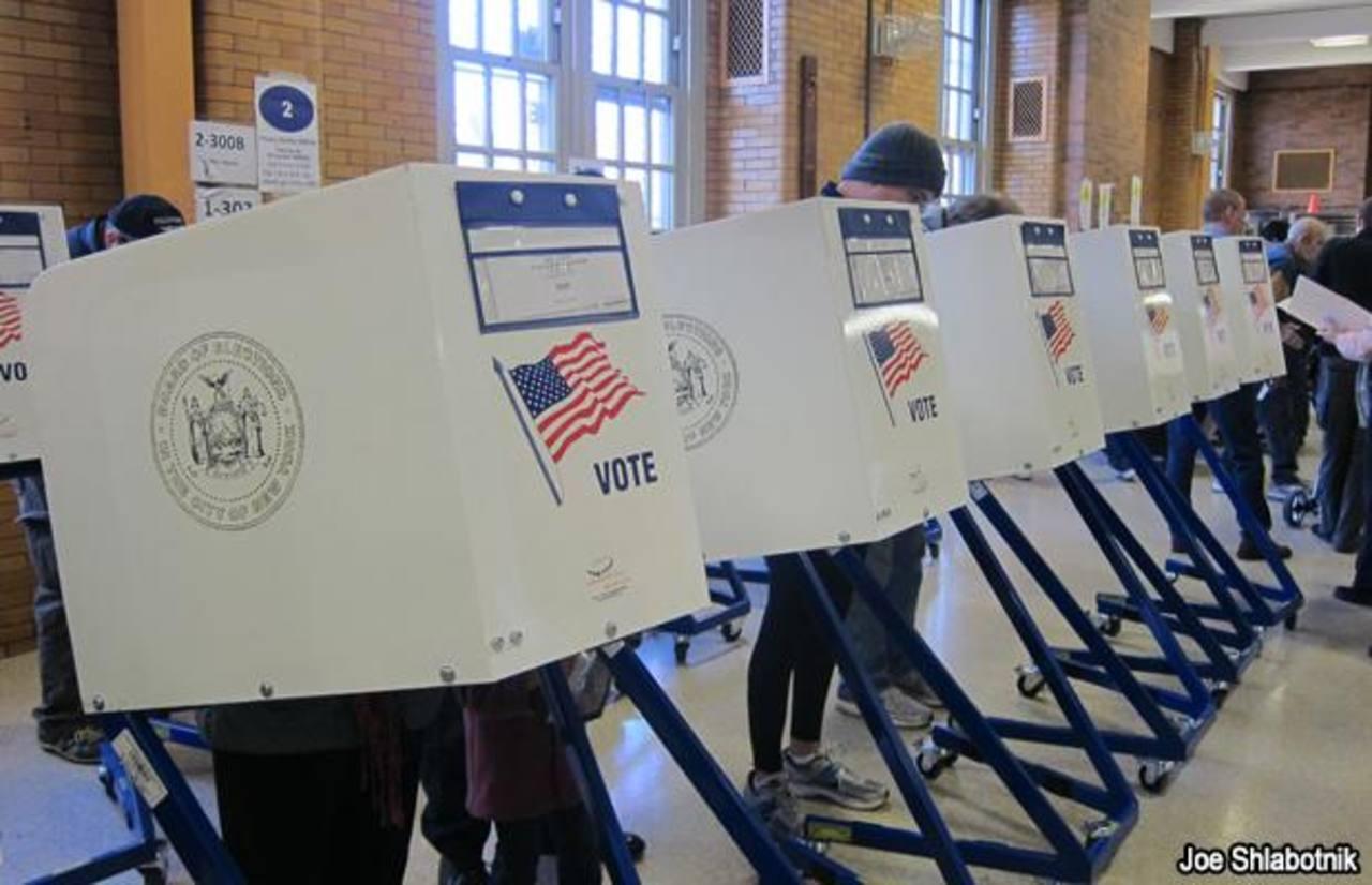 En noviembre habrá elecciones legislativas que serán una prueba para el partido Demócrata del presidente estadounidense.Miles de centroamericanos han solicitado al gobierno vías legales para radicarse en Estados Unidos. Ante el Congreso de EE. UU. en