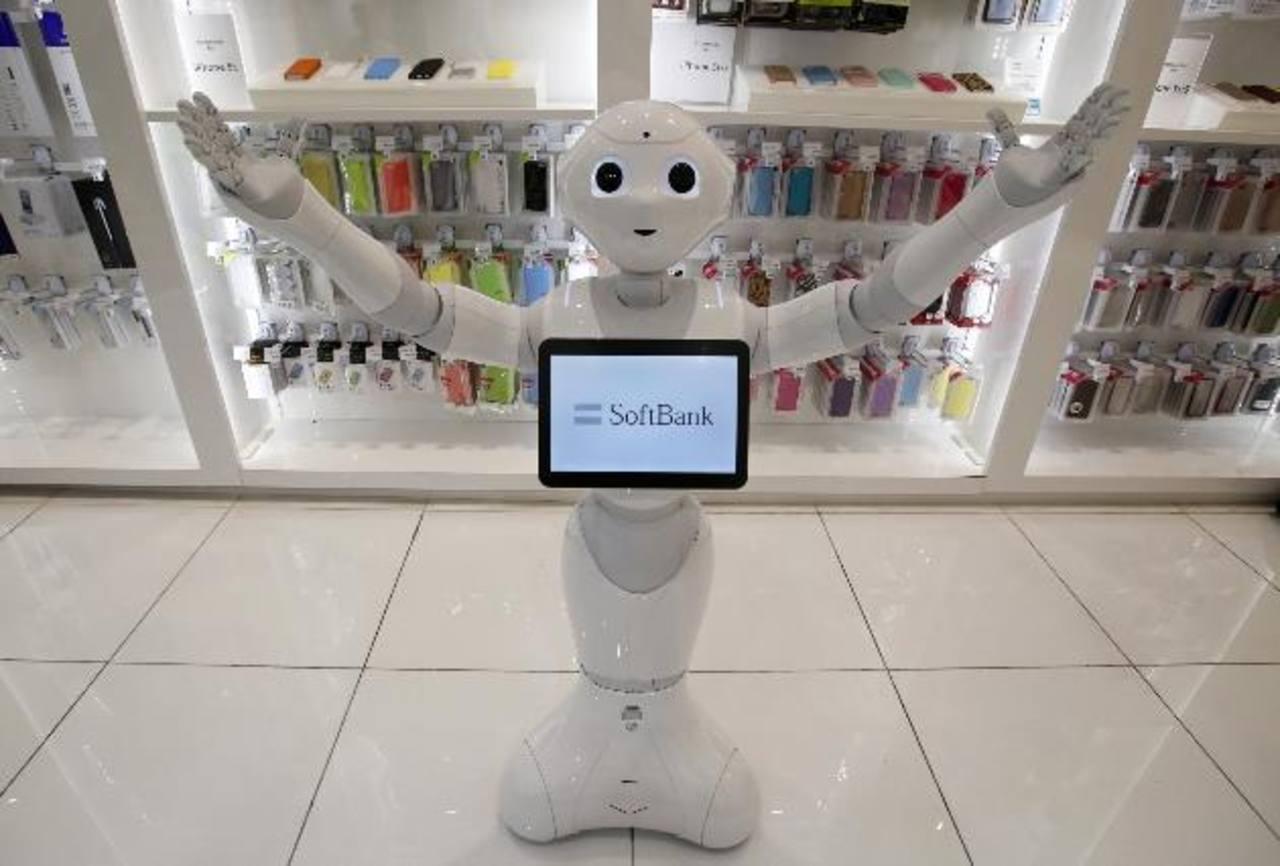 """El robot también baila y hace bromas, entre otras cualidades """"de entretenimiento"""". foto edh"""