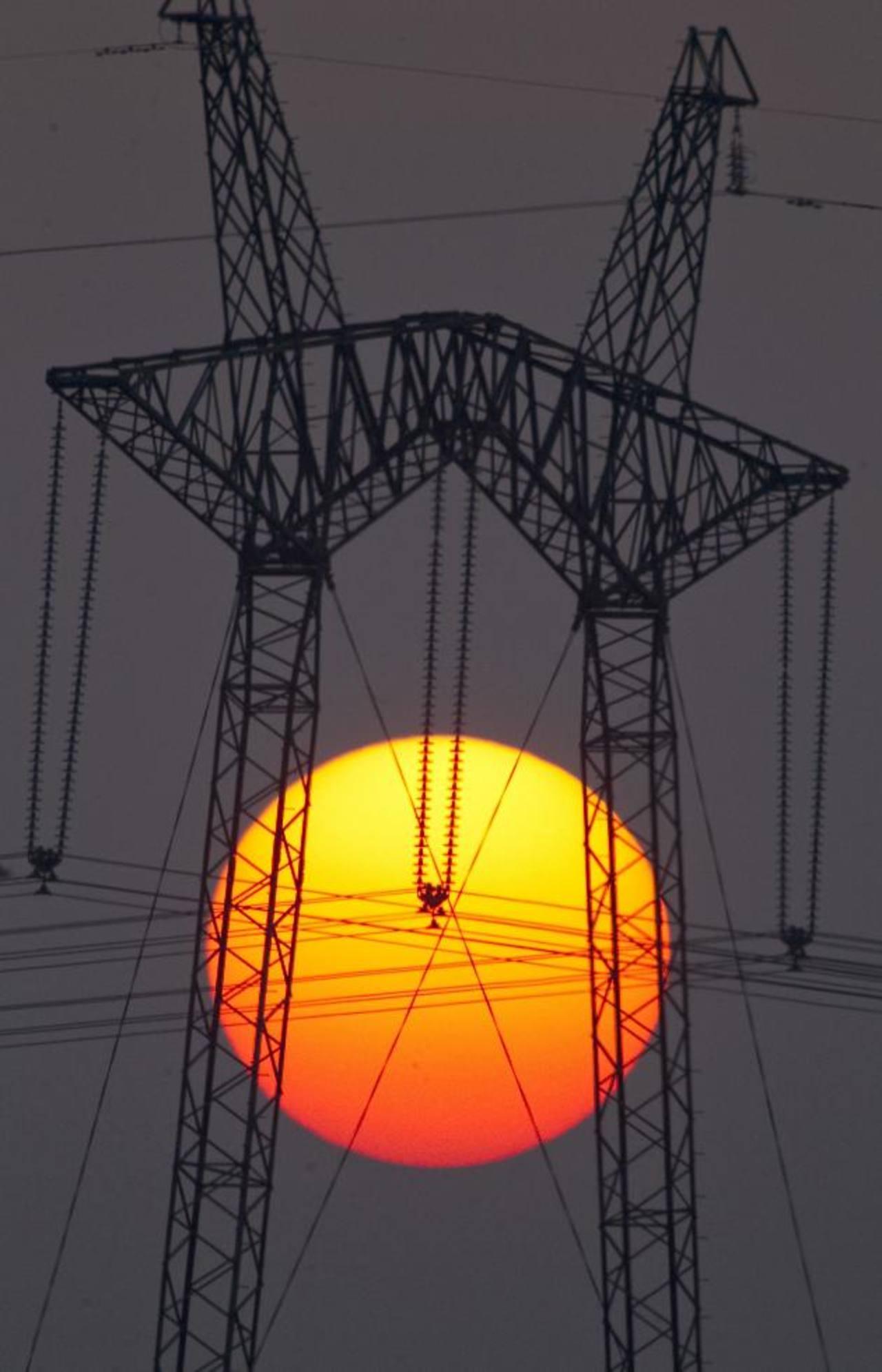 Durante el año pasado, la inversión anual para abastecer de energía al mundo fue de $1.6 billones. foto edh / archivo