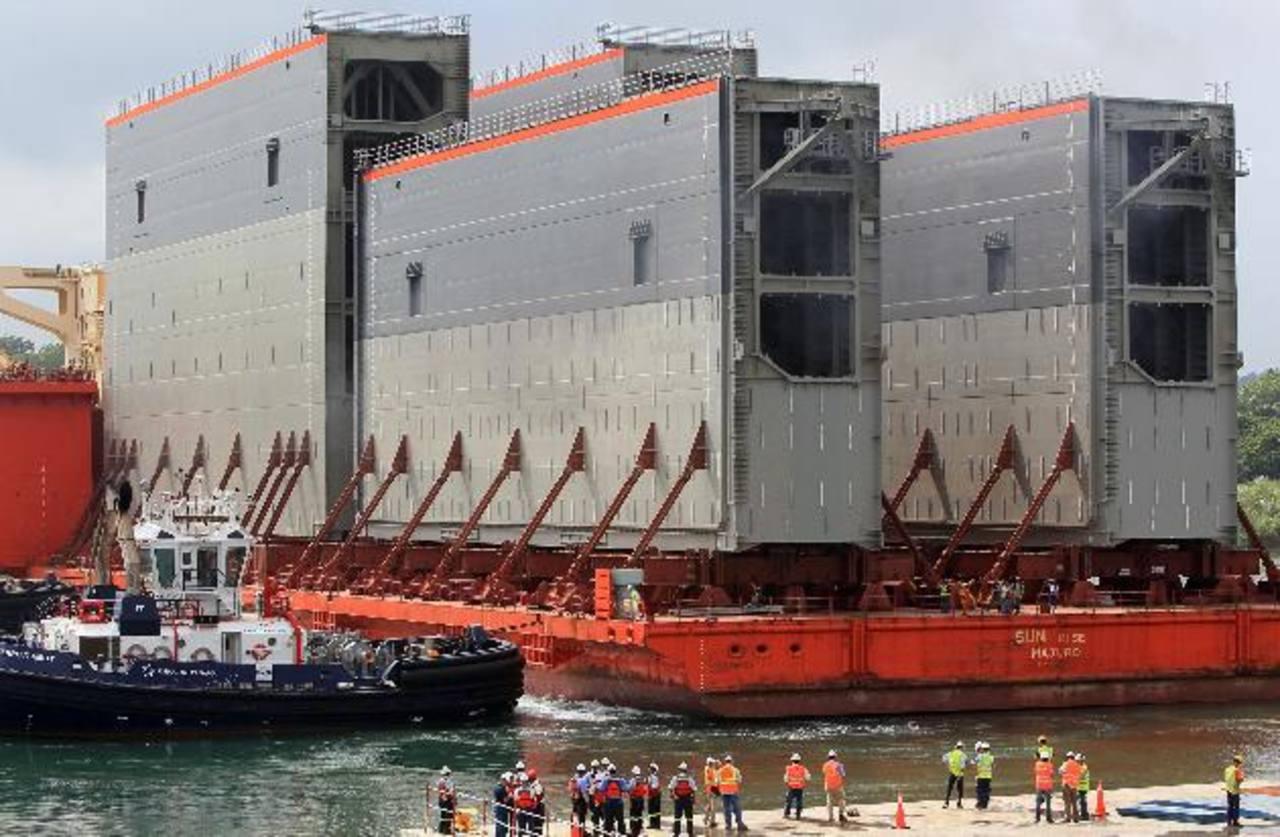 Cuatro nuevas compuertas para las esclusas de ampliación del Canal de Panamá, procedentes de Italia donde fueron construidas, llegaron a Colón, Panamá. foto edh / efe