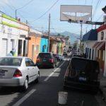 En la Avenida Independencia aún falta retirar tres rótulos grandes. Foto EDH / Mauricio Guevara