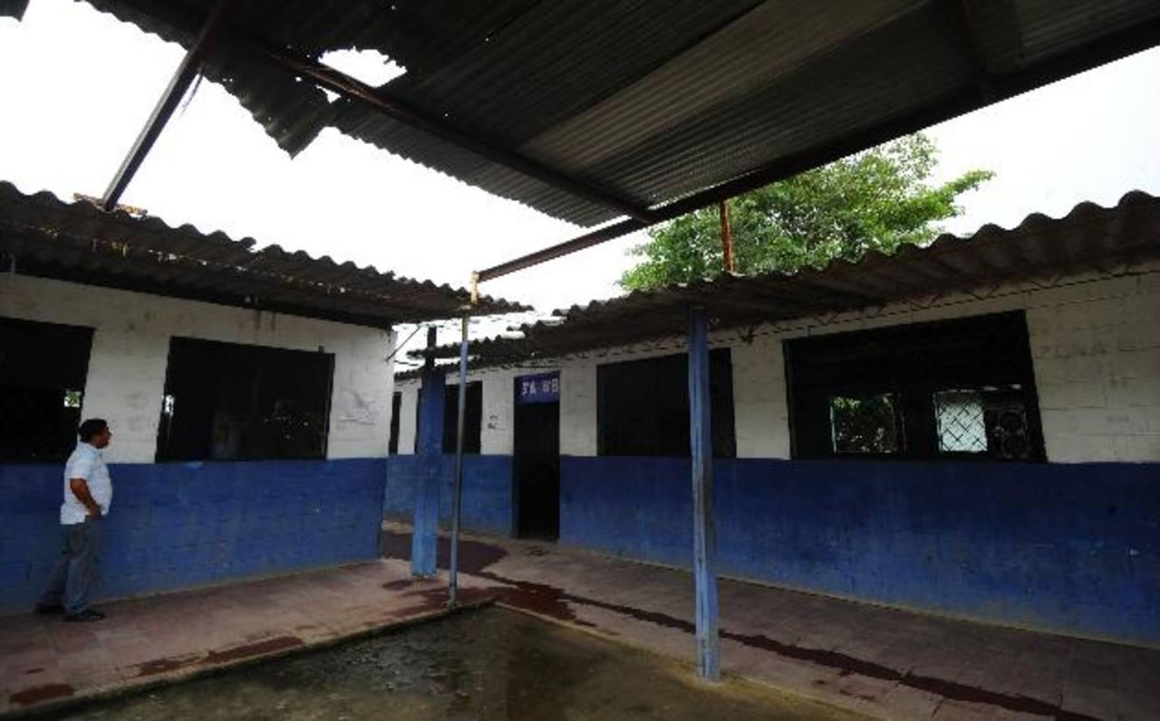 Centro Escolar Montecarmelo necesita reparaciones.