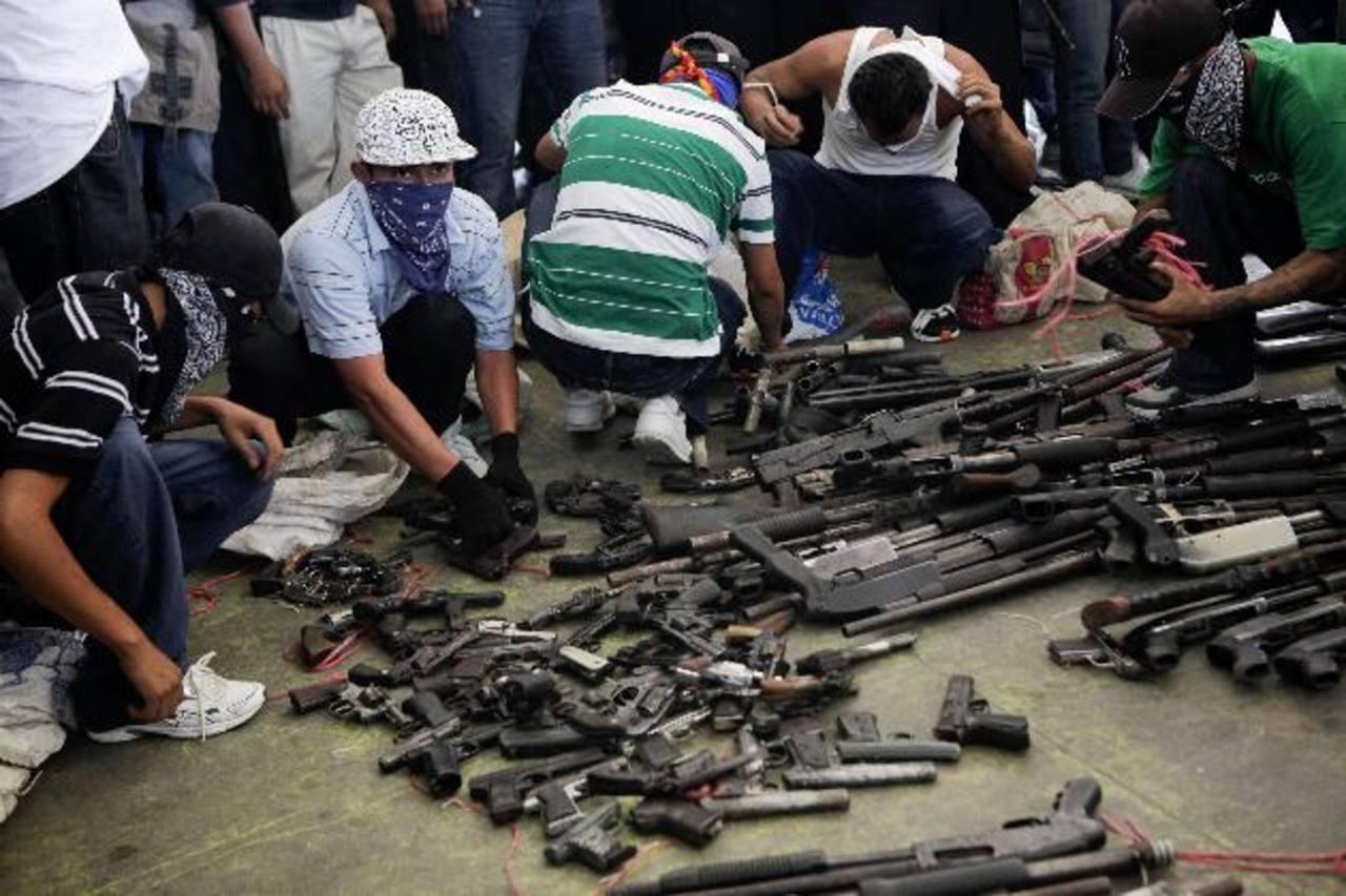 Las pandillas realizaron un plan de desarme y fueron entregadas en eventos públicos en varias ocasiones Foto EDH / Archivo