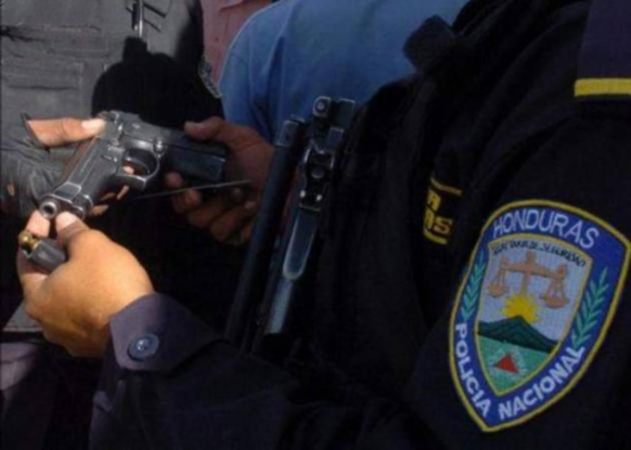 La Policía de Honduras está en proceso de depuración desde noviembre de 2011, debido a las múltiples denuncias contra agentes y oficiales. foto edh / tomada de internet