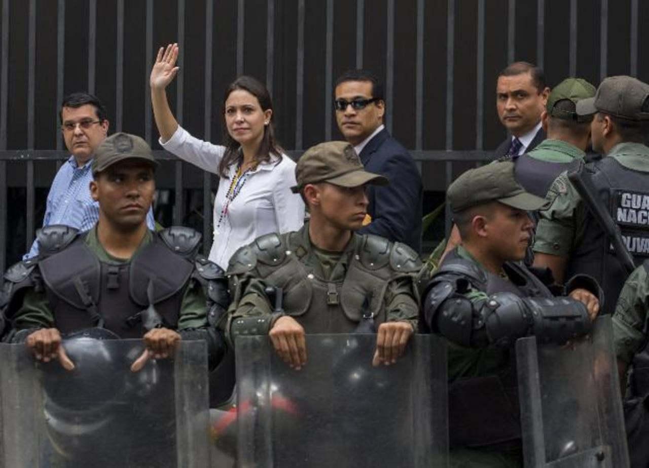 La exdiputada opositora venezolana, María Corina Machado, asistió a la sede de la Fiscalía General ayer, en el centro de Caracas (Venezuela). foto edh / ap
