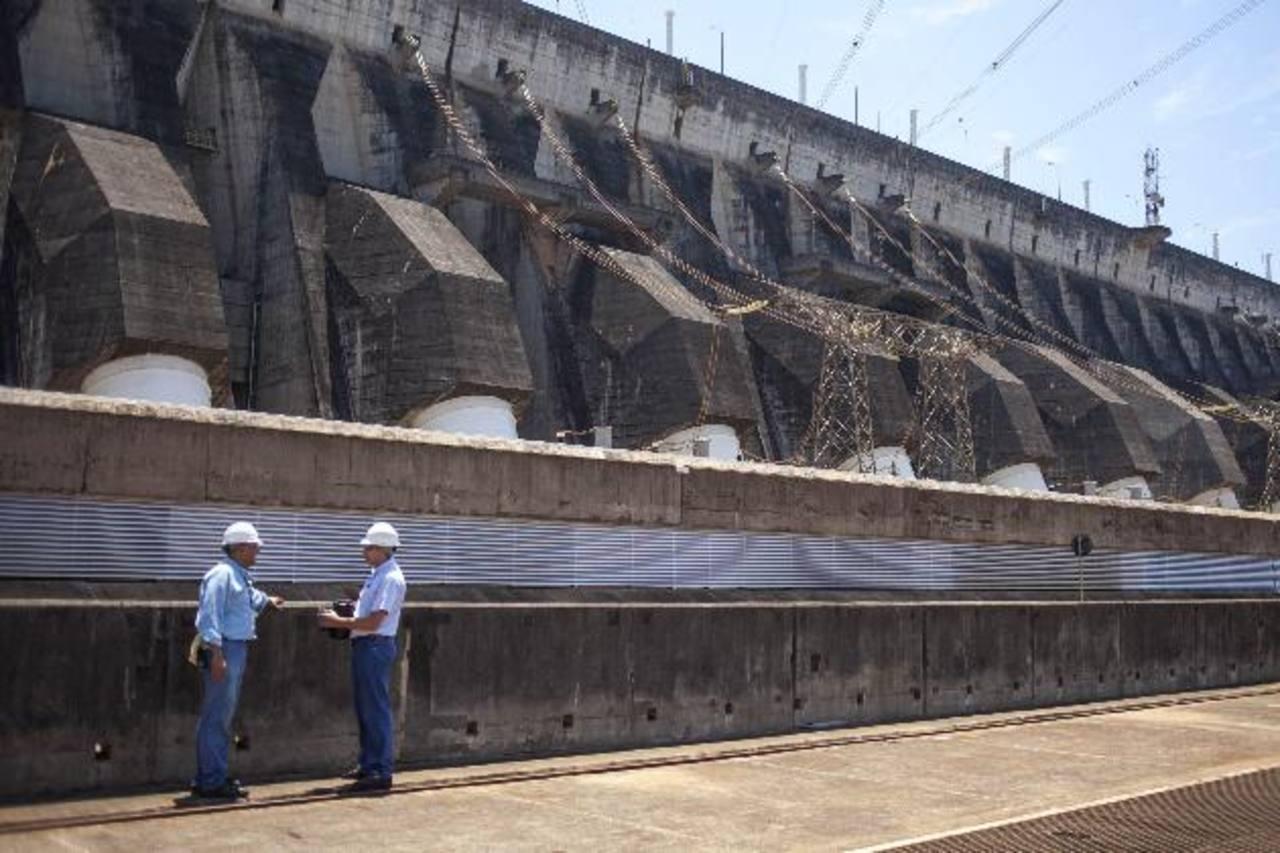 Hidroeléctrica Itaipú (Brasil-Paraguay), la mayor generadora de energía en el mundo.