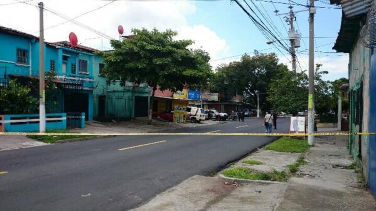 Dos hermanos fueron asesinados en un taller sobre la 5a Avenida Norte, en San Salvador.