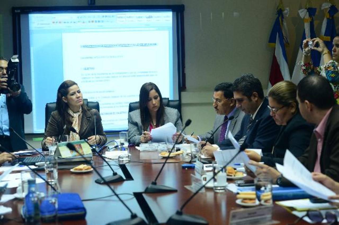 Asamblea podría llamar a titulares de RR. EE. y de Economía a fines de junio para que expliquen pacto . foto edh / jorge reyes