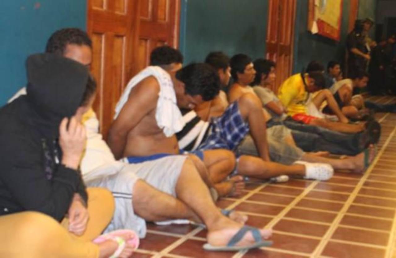 Un operativo policial en Izalco terminó ayer por la madrugada con 37 capturas por seis homicidios. Foto EDH / Cortesía fiscalía.